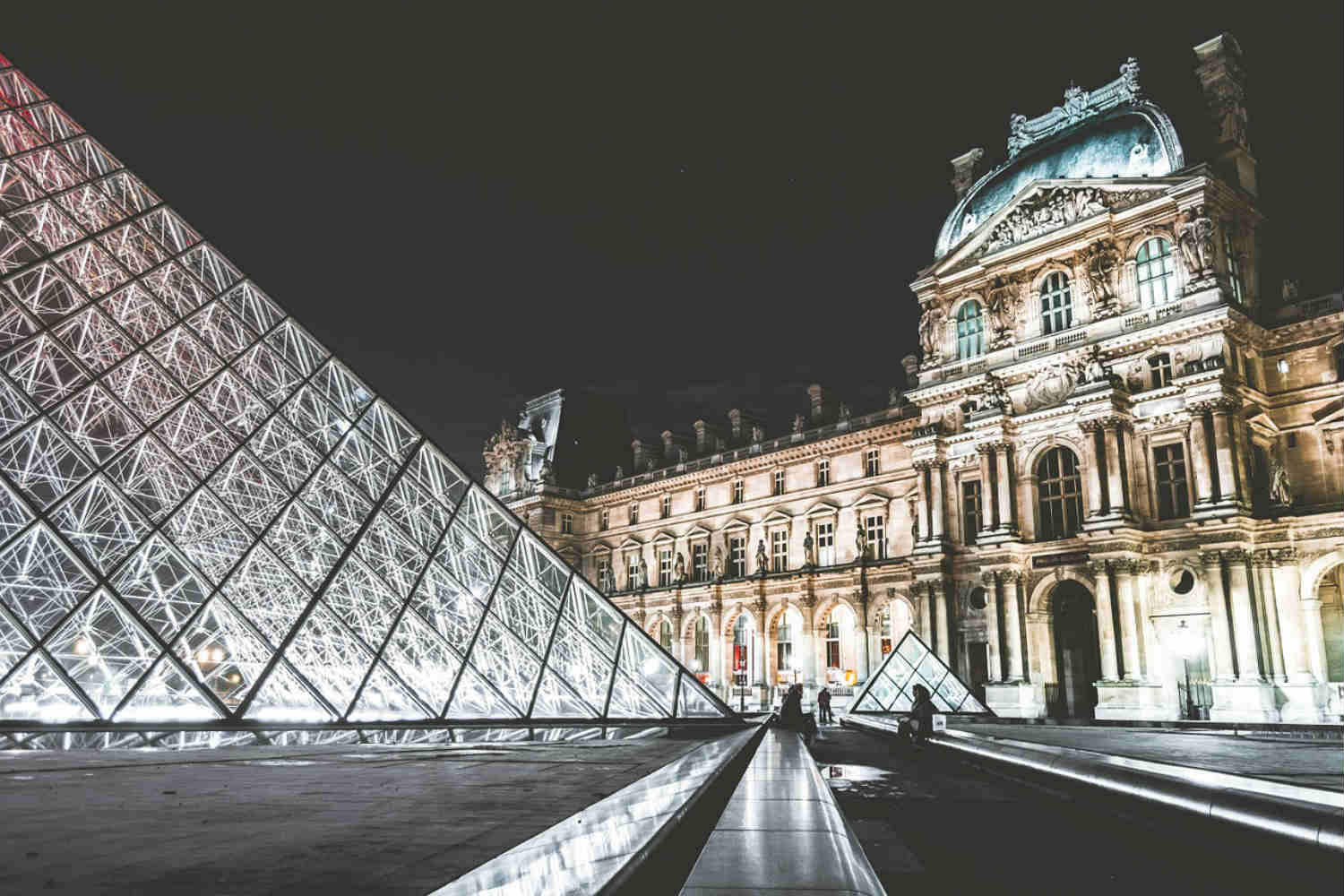 interesting facts about the Louvre museum